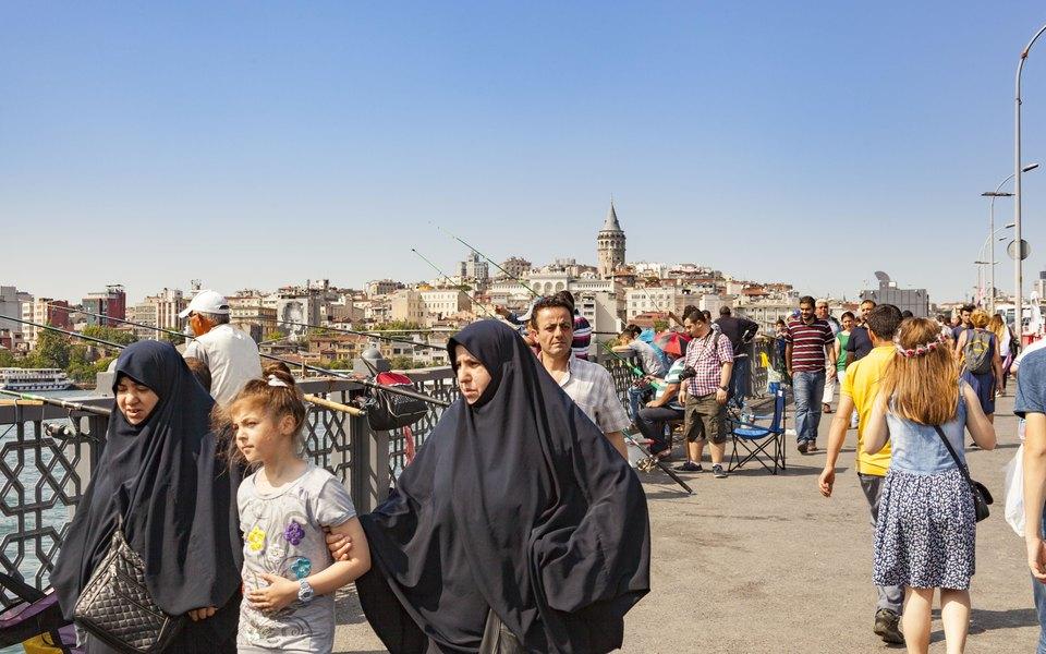 «Зовите меня Робин Гуд»: вСтамбуле появился мужчина, который оплачивает долги бедных семей