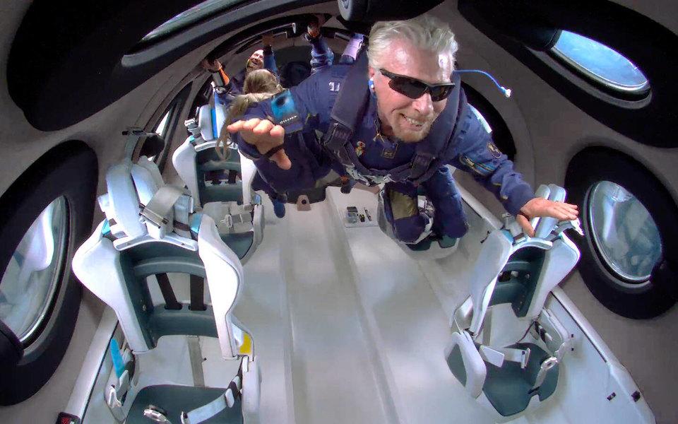 Власти США временно запретили компании Virgin Galactic Ричарда Брэнсона организовывать полеты в космос