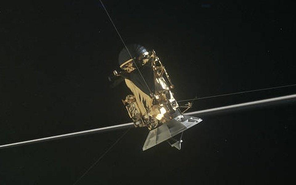 Что увидел зонд Cassini во время пролета между Сатурном иего кольцами