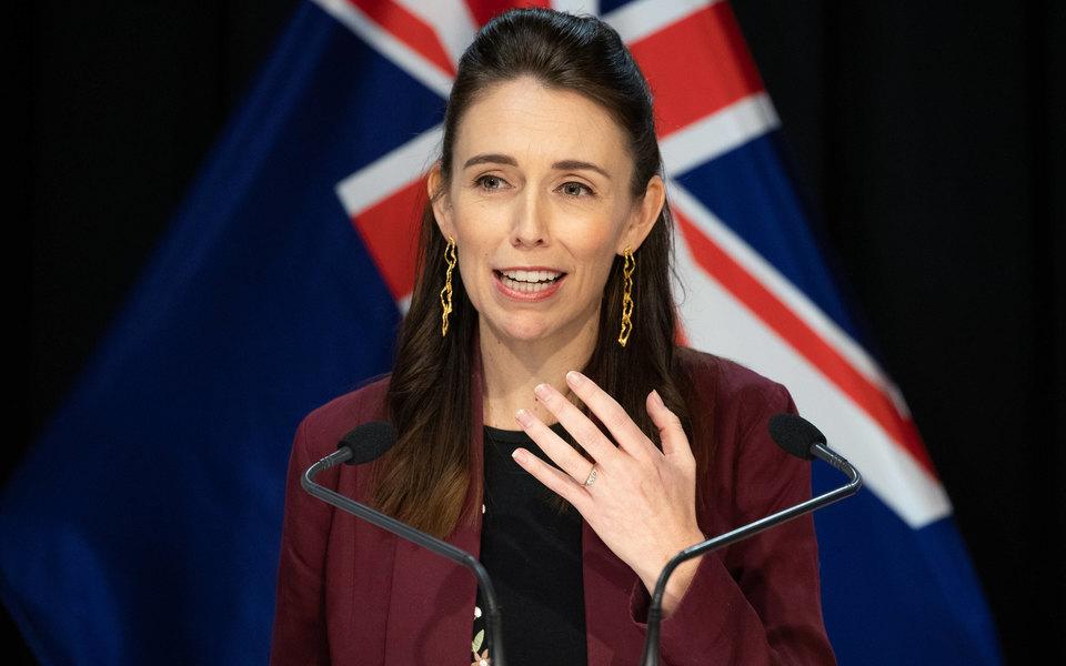 Премьер-министра Новой Зеландии в прямом эфире застало землетрясение. Но ее это не смутило