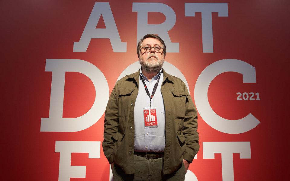 Активисты Serb напали на режиссера Виталия Манского на кинофестивале «Артдокфест»