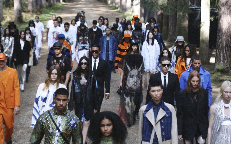Дефиле влесу итанцевальные перформансы: лучшие показы недели моды вЛондоне