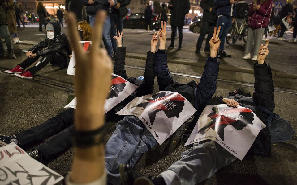 Польша приостановила введение запрета нааборты нафоне массовых протестов