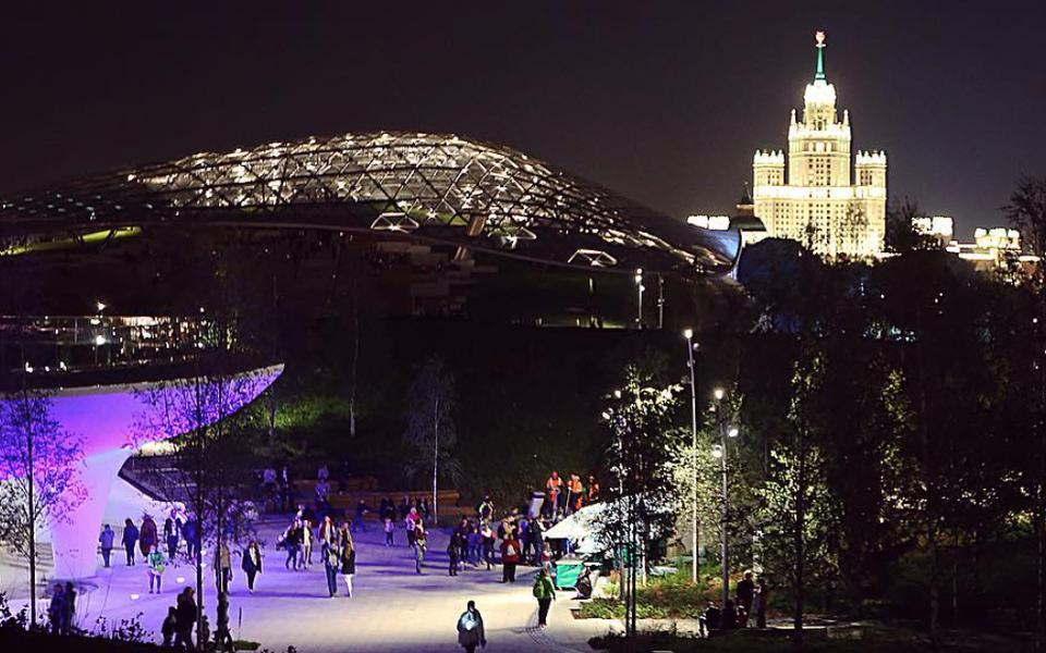 Как выглядит «Зарядье» - устен Кремля открылся новый парк.