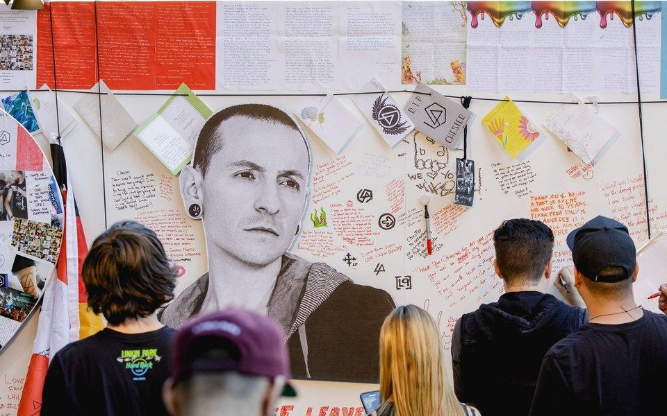 Посмотрите фотографии сконцерта Linkin Park впамять Честеру Беннингтону