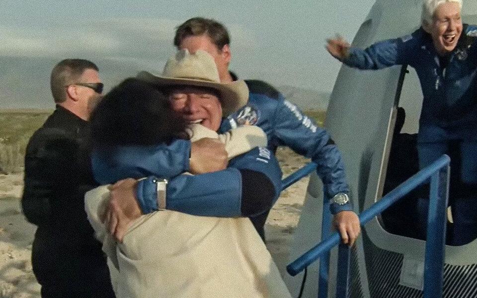 Основатель Amazon Джефф Безос совершил полет в космос