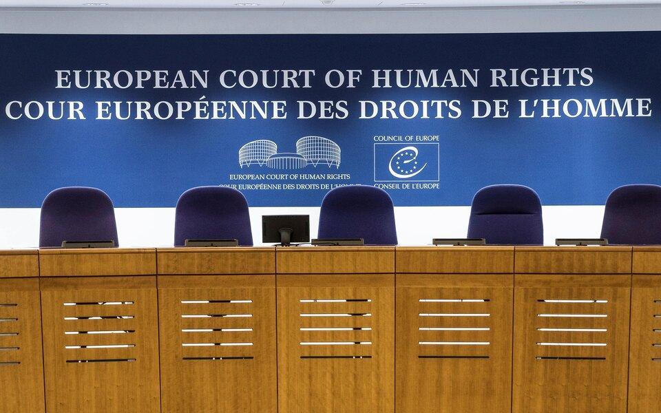 ЕСПЧ обязал власти России выплатить более $10 тысяч трансгендерной россиянке, которую ограничили в родительских правах
