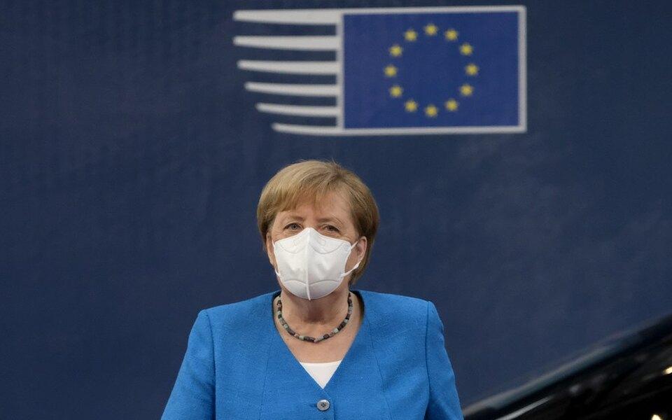 В Германию возвращаются коронавирусные ограничения. Встране закроют бары, рестораны, бассейны, театры идругие заведения