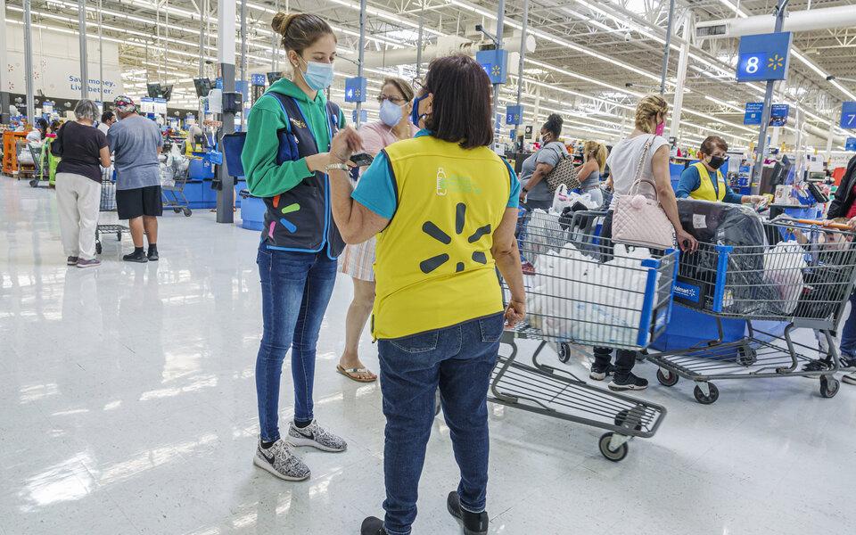 Суд в США обязал Walmart выплатить $125 млн бывшей работнице магазина с синдромом Дауна за ее увольнение