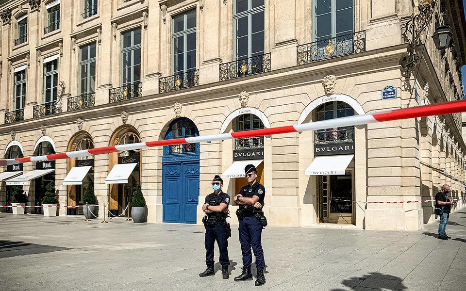 Неизвестные ограбили магазин Bvlgari в центре Парижа