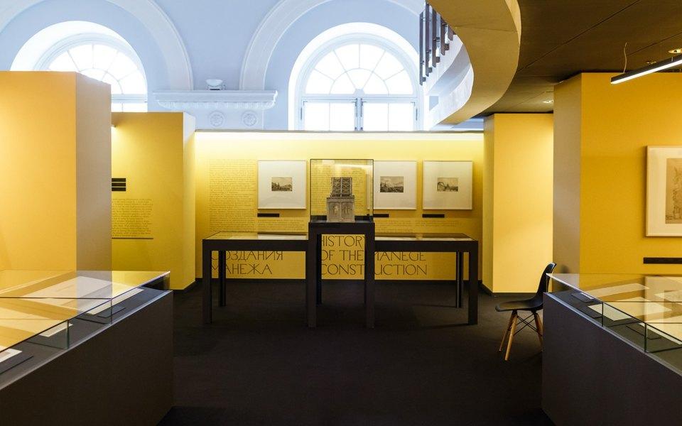 Открылась выставка, посвященная 200-летию Манежа