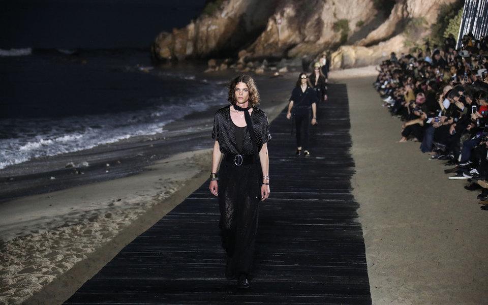 Saint Laurent первым изкрупных брендов отказался участвовать вПарижской неделе моды всентябре