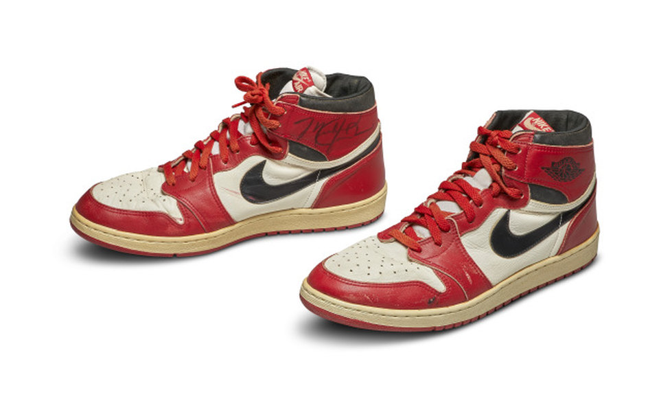 Кроссовки Майкла Джордана продали саукциона за41 миллион рублей
