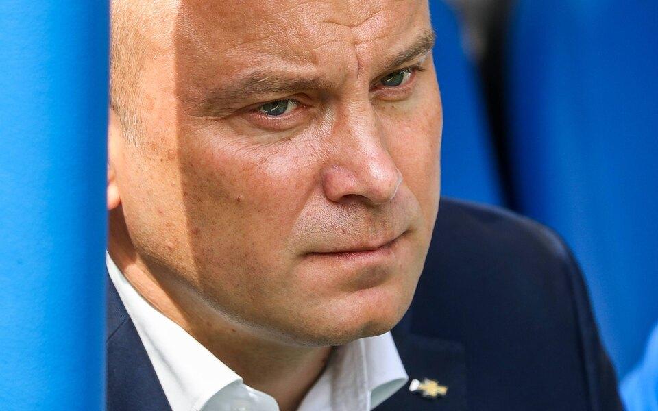 Тренер Дмитрий Хохлов подал в суд на Facebook из-за блокировки его фамилии