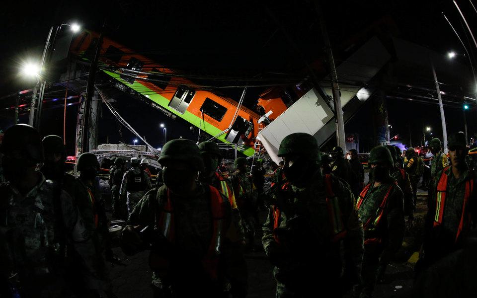 В Мехико метромост обрушился под проходящим по нему поездом. Погибли 20 человек, более 70 пострадали