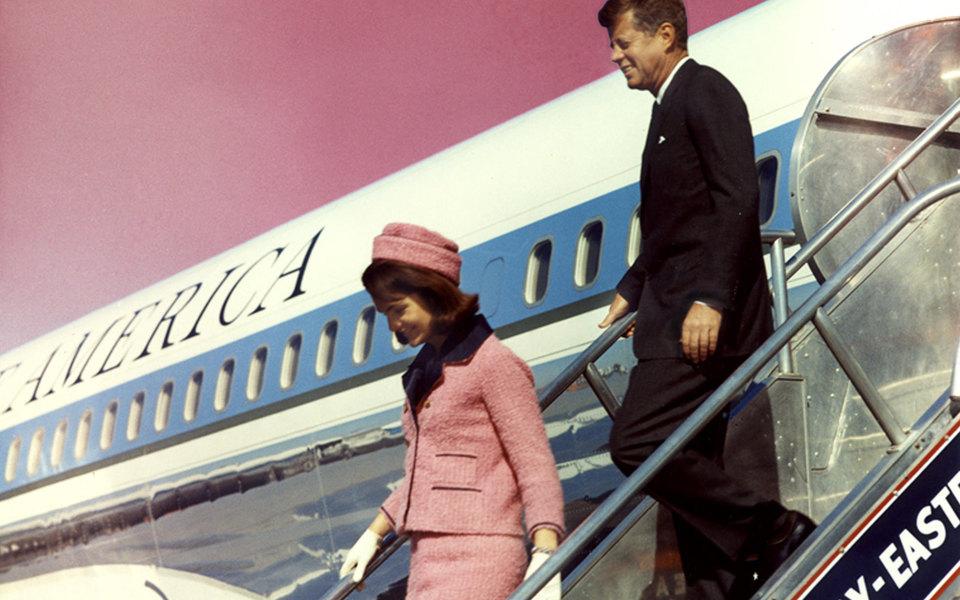 История самого известного наряда Жаклин Кеннеди — розового костюма, вкотором она была вдень убийства мужа