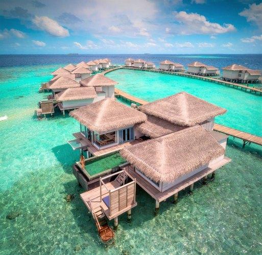 Некоторые сети отелей предлагают арендовать курорт целиком. Raffles Maldives Meradhoo готов предоставить посетителям вполное распоряжение 38 вилл сбассейнами надвух уединенных островах, три ресторана идва бара, фитнес-центр иконечно круглосуточный сервис личных дворецких. Во сколько обойдутся пять дней такого удовольствия?