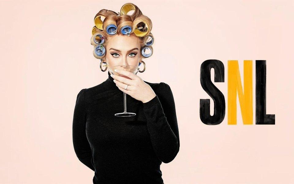 Адель выступила ведущей Saturday Night Live и снялась в нескольких скетчах. А заодно снова оказалась в центре скандала
