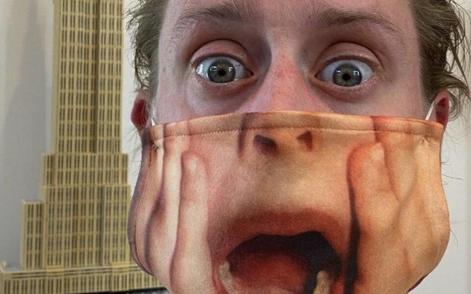 Маколей Калкин примерил защитную маску скричащим Кевином из«Один дома». Надо ли говорить, что маска села идеально?