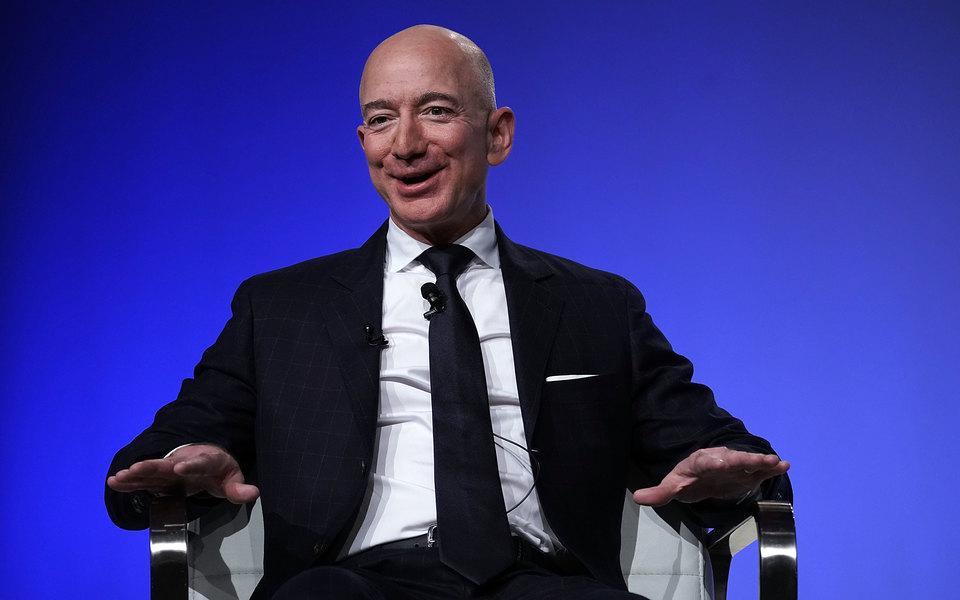 Глава Amazon Джефф Безос вновь стал самым богатым человеком вмире после «перерыва» насутки