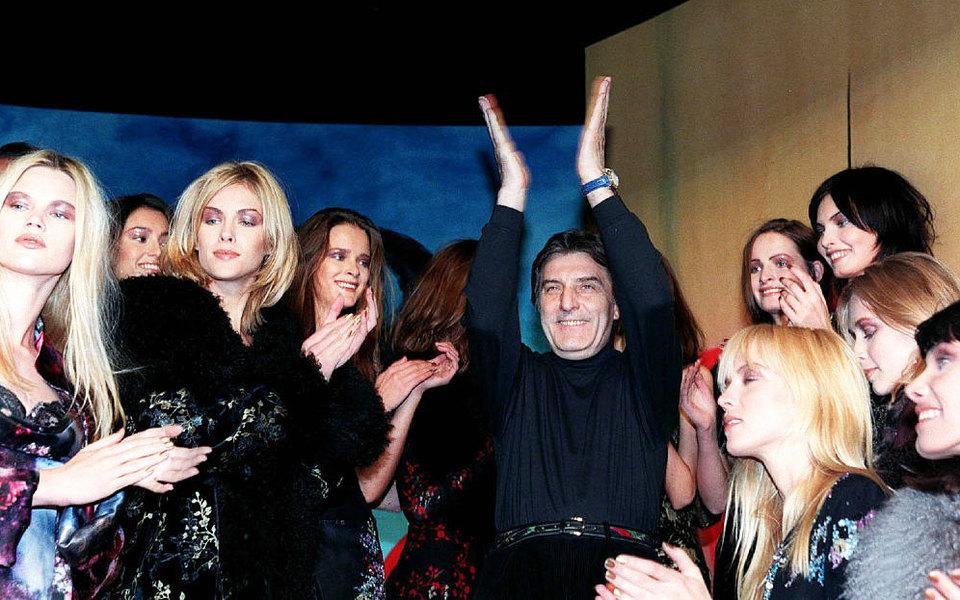 «Платье ненужно носить, внем нужно жить»: что сделал длямоды (и женщин) великий модельер Эмануэль Унгаро