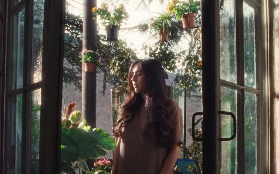 Певица Манижа запустила приложение дляпомощи жертвам домашнего насилия — исняла клип вего поддержку