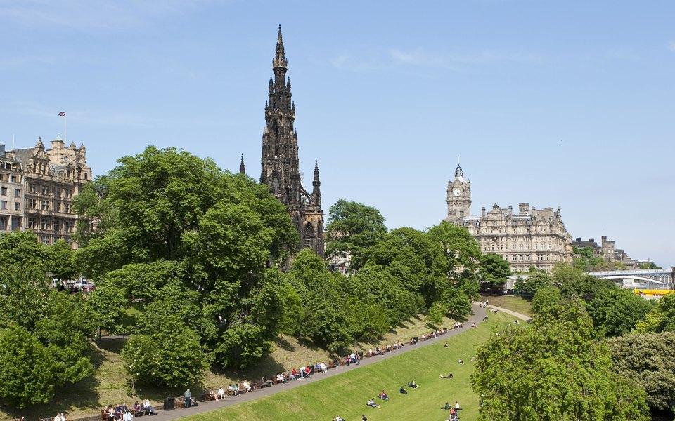 Эдинбургский университет провел антирасистскую конференцию, где запретили говорить людям сбелой кожей