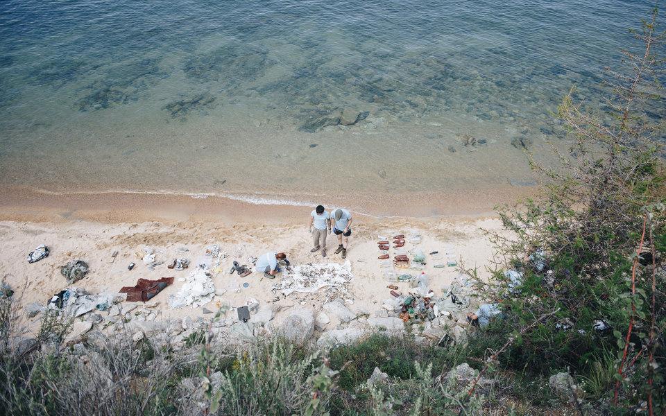 Экс-жемчужина России: как озеро Байкал задыхается отпластика (репортаж)