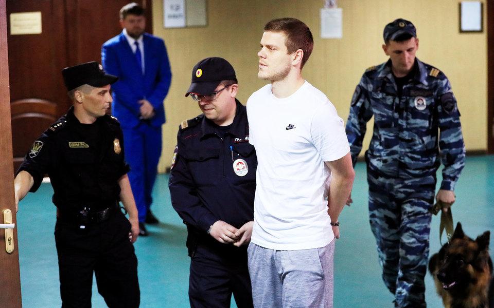 Футболисты Кокорин иМамаев получили реальные сроки вколонии