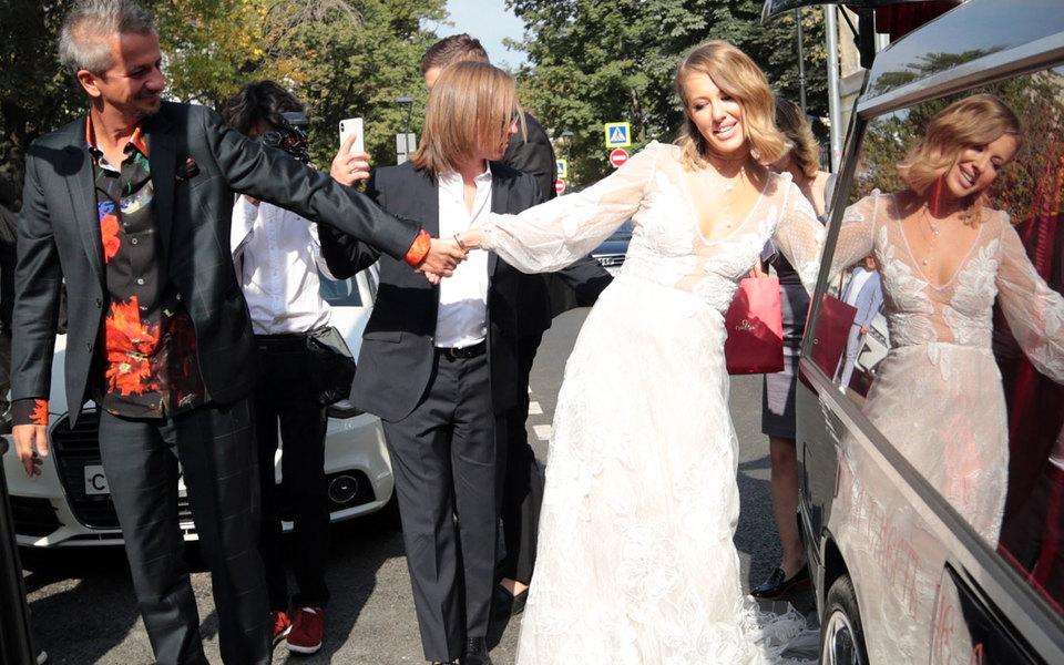 В РПЦ усомнились вискренности венчания Собчак иБогомолова из-за эротического танца телеведущей