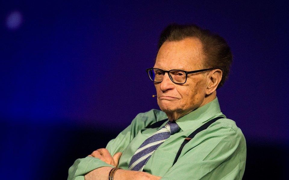 Знаменитый телеведущий Ларри Кинг госпитализирован скоронавирусом