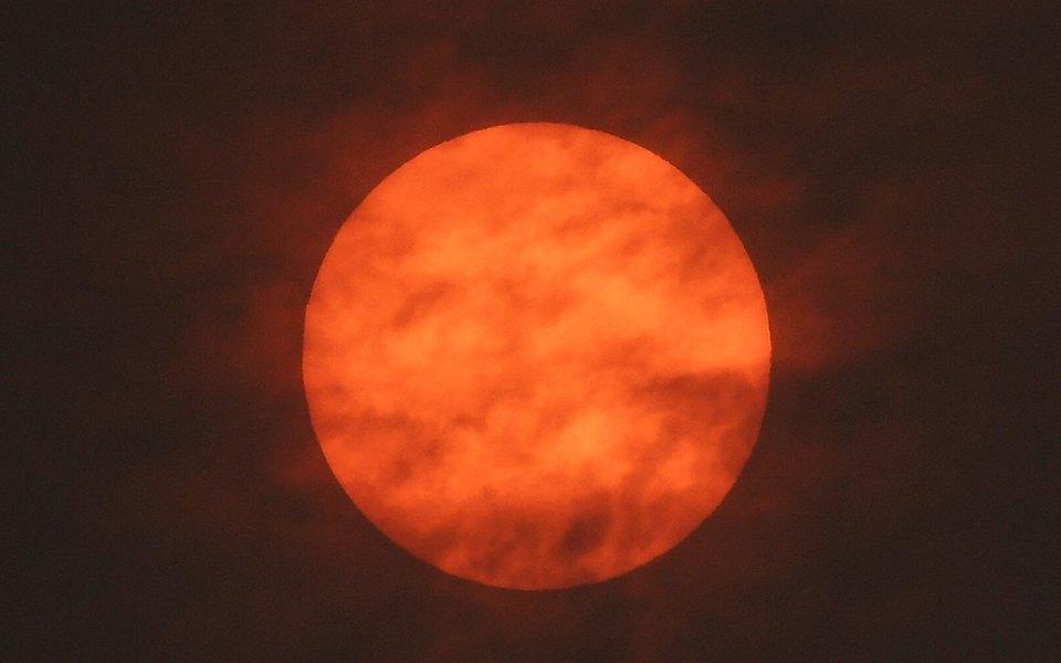 Ураган Офелия окрасил небо надАнглией вкрасный цвет