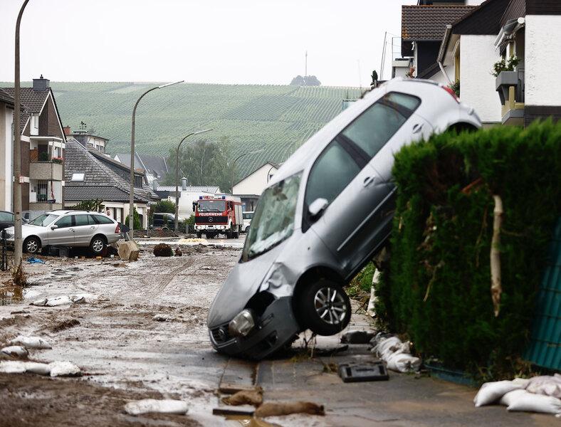 Более 1000 человек пропали без вести и 93 погибли после наводнения в Германии
