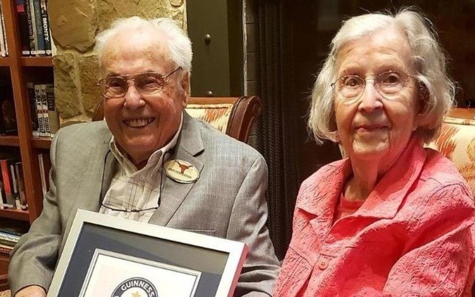 Ей 105 лет, ему — 106: старейшая пара вмире отметила 80-летие свадьбы
