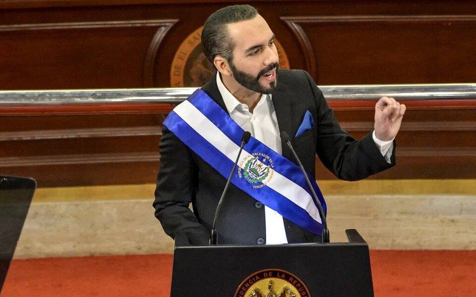 Президент Сальвадора подписал себя в твиттере «самым крутым диктатором в мире»