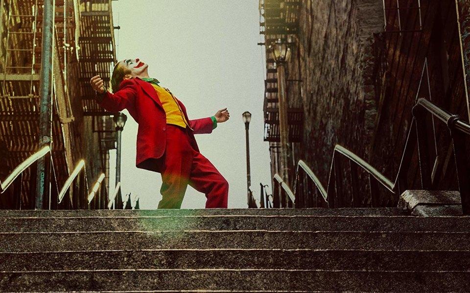 Саундтрек к«Джокеру» написал музыкант, осужденный запедофилию. Ион получит свой гонорар