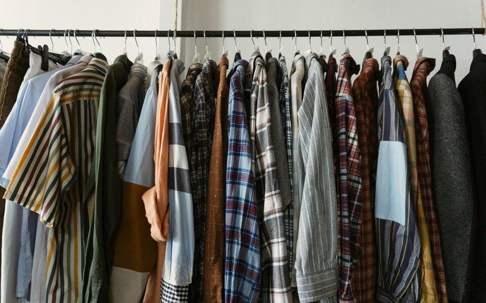 Исследование: убританцев вгардеробах находится 390 миллионов ненужных предметов одежды