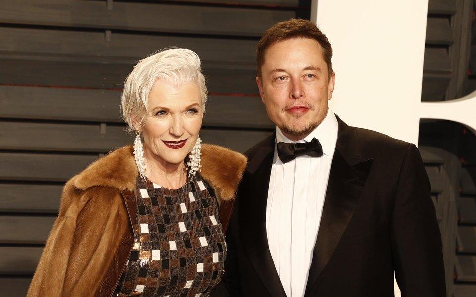 Илон Маск и его мама Мэй.