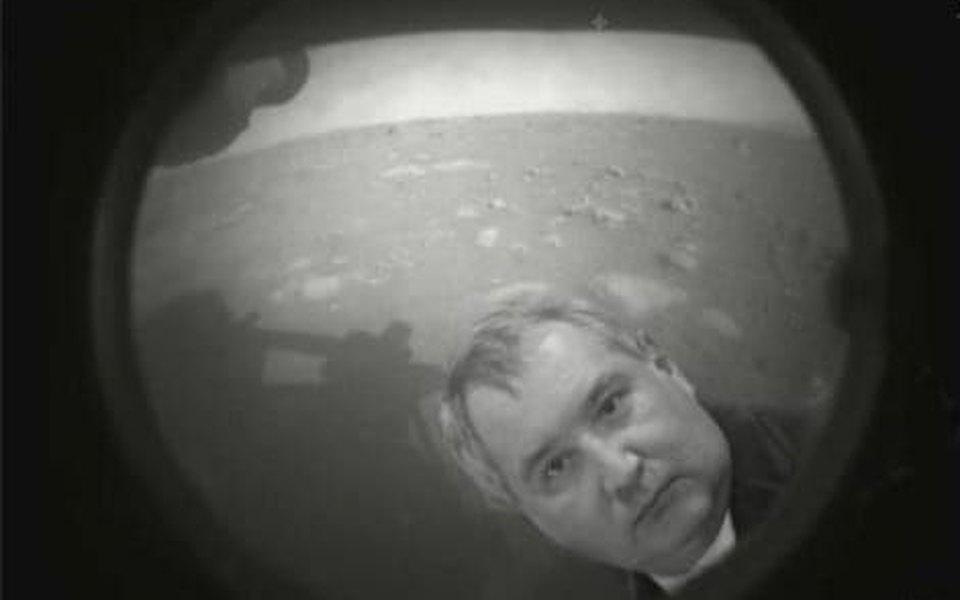 Рогозин ответил мемами на посадку аппарата NASA на Марс | Журнал Esquire.ru