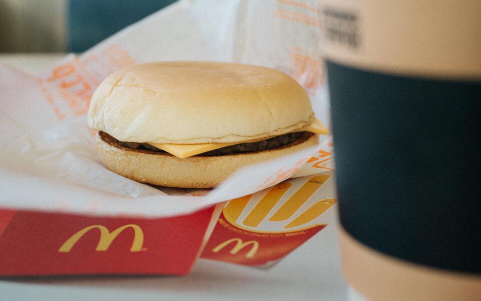 McDonald's расширяет свои владения. Теперь точка фастфуда есть ив «Перекрестке»