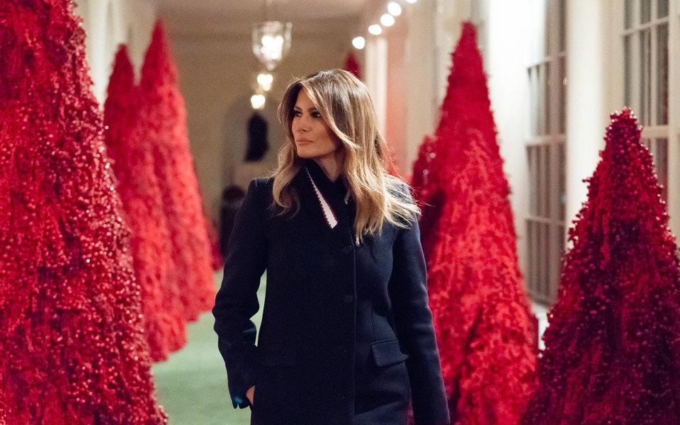 «Они выглядят фантастически»: Мелания Трамп ответила накритику рождественских украшений Белого дома
