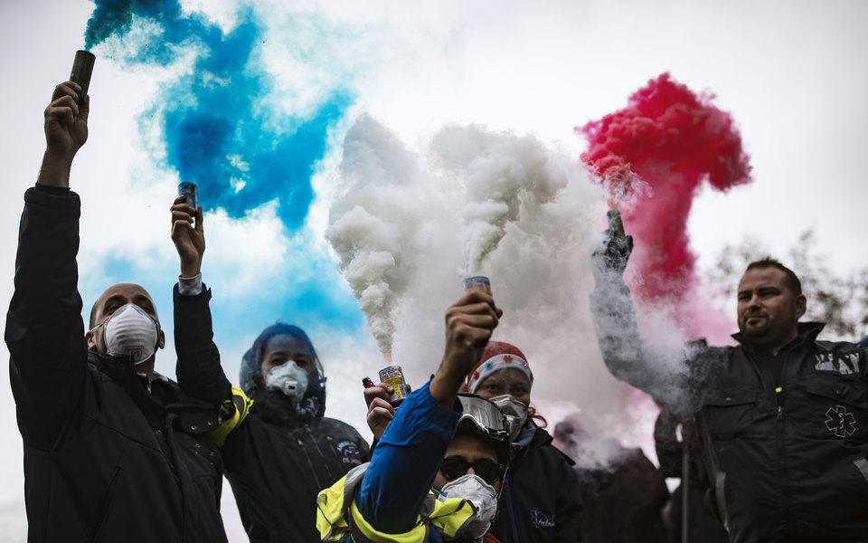 Франция ввела мораторий наповышение цен натопливо