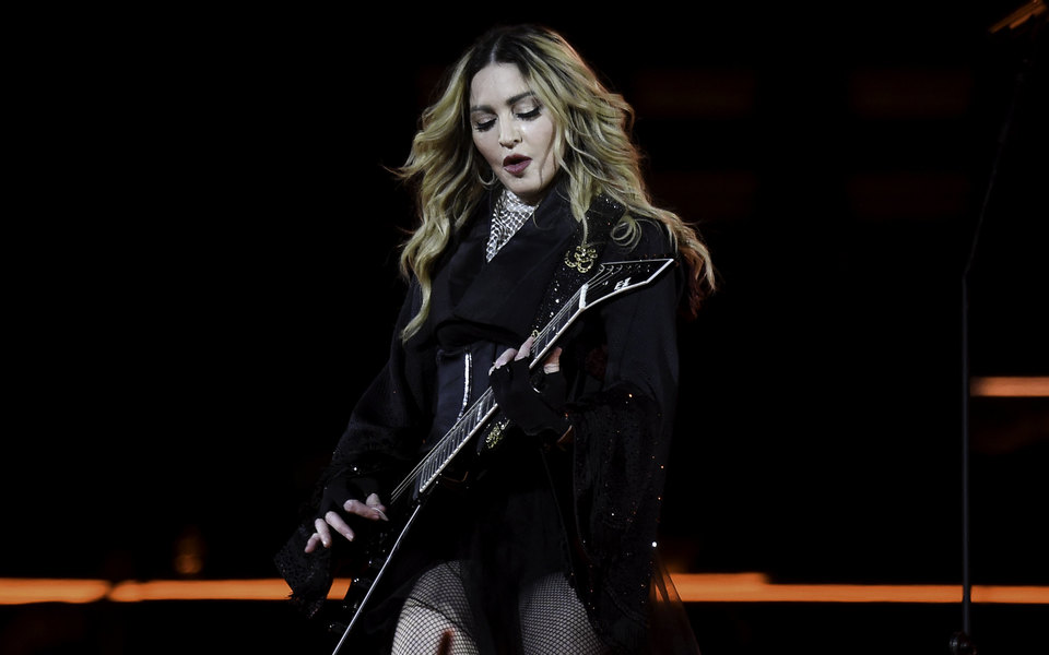 Мадонна снимет байопик о себе