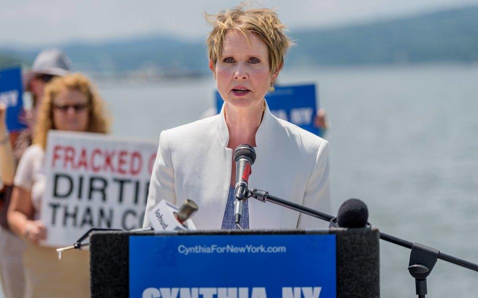 Синтия Никсон раскритиковала Джоан Роулинг занетолерантность. Но призналась, что она иее сын-трансгендер все еще любят «Гарри Поттера»