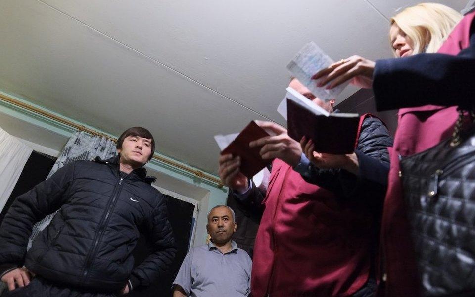 Житель Санкт-Петербурга за €10 тысяч должен был перевести мигрантов через границу с Финляндией. Но привел их к самодельной границе в лесу