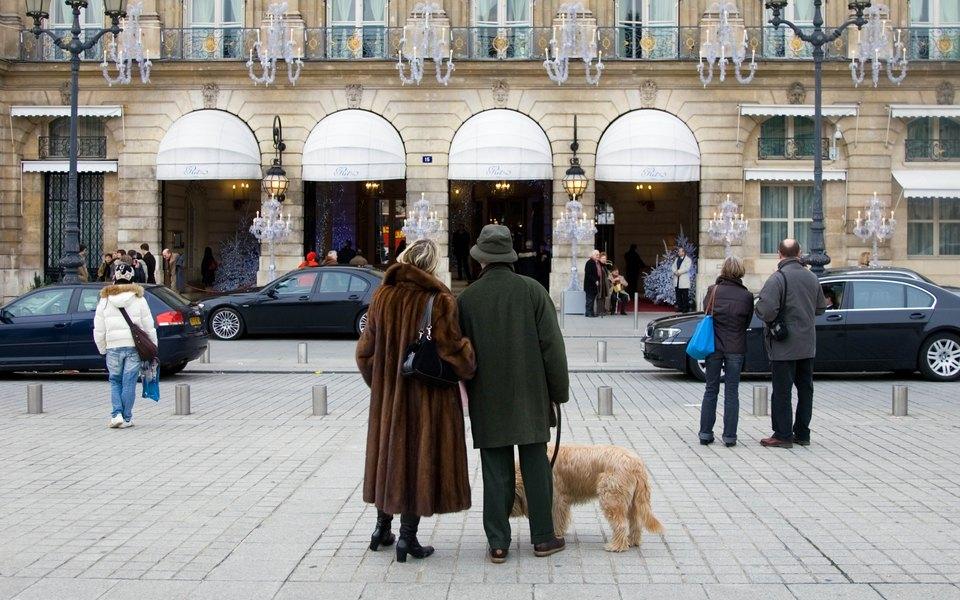 Вооруженные грабители вынесли изотеля Ritz вПариже украшения на4 миллиона евро