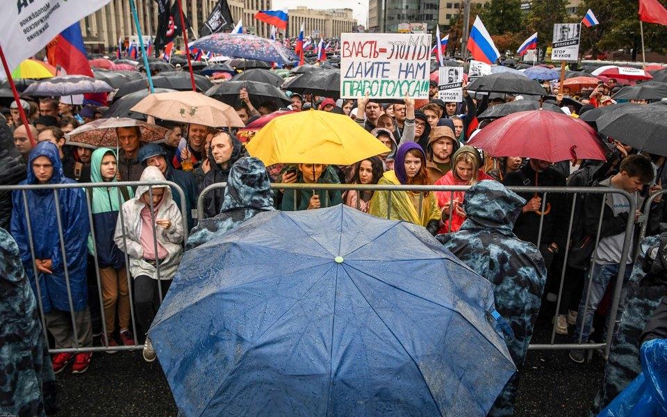 В Москве проходит митинг «Вернем себе право навыборы». Протестующие заполнили проспект Сахарова