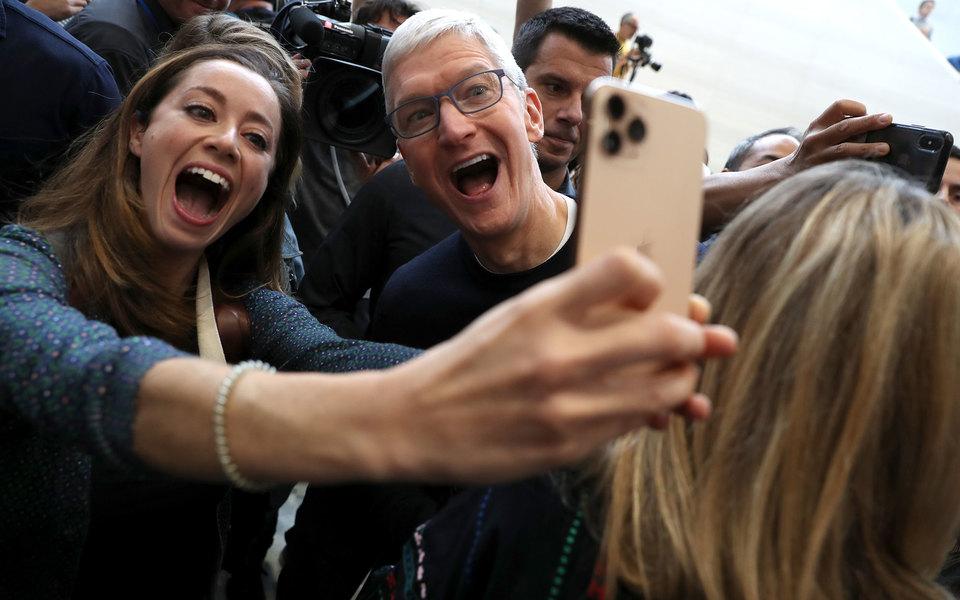 Apple снизила цены настарые модели iPhone вРоссии
