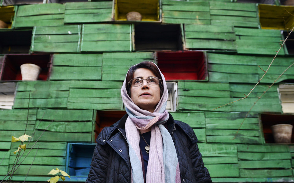 Иранскую правозащитницу приговорили к38 годам тюрьмы и148 ударам плетью. Она агитировала неносить хиджаб
