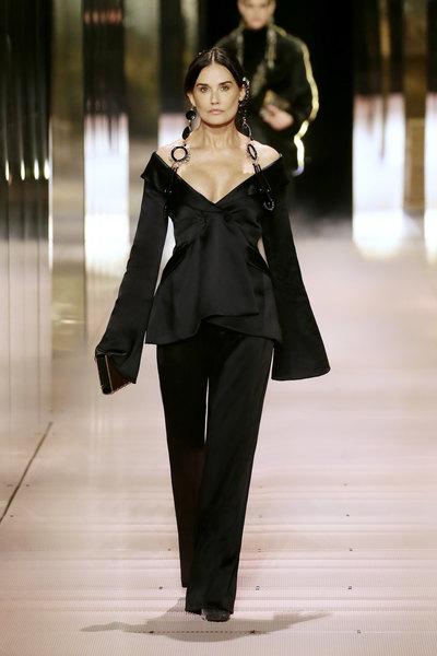 58-летняя актриса Деми Мур открыла кутюрный показ Fendi